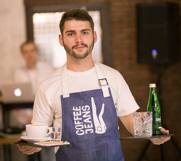 """В торгово-развлекательном комплексе """"Дарница"""" расположилась уютная кофейня CoffeeJeans."""